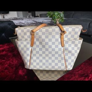 Louis Vuitton Totally PM, in great shape, no rips